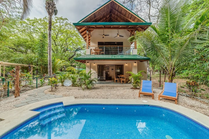 Poolside garden apartment w king, Playa Guiones