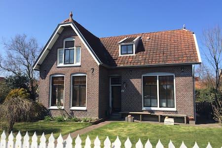 Villa Kakelbont - Midsland - Casa