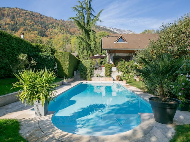 Ombrière:  beautiful villa with a swimming-pool