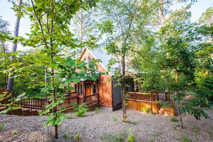 False Creek Cottage Luxury 2 Story 2+ Bedroom Cabin Designed with a Rustic/Modern Touch, High End finishing and Loaded with Amenities.