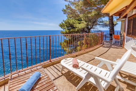 Air-Conditioned Holiday Home on Cliff and with Sea View, Balcony, Terrace and Wi-Fi; Parking Available
