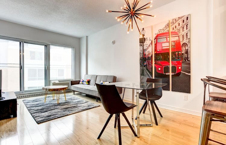 ★★★★★ Downtown Fun Loft /w gym & terrace