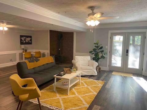 Comfy & Cozy!     Guest Suite w/ Private Entrance