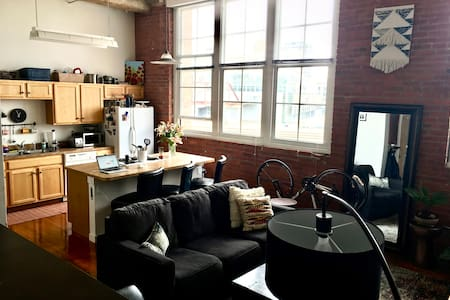 Roomy Crossroads Loft Space, Downtown KC! - Kansas City - Byt