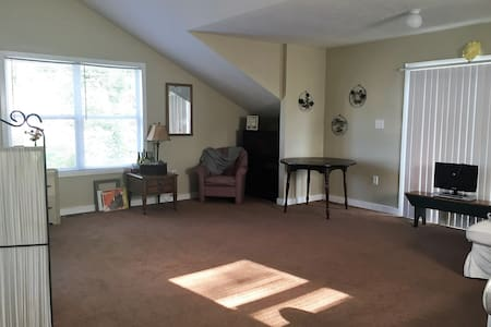 Adorable Carriage House Loft All To Yourself! - Indianapolis - Chambres d'hôtes