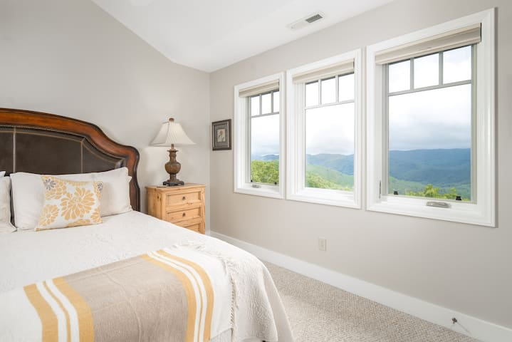 Master King bedroom with  views to lull you to sleep