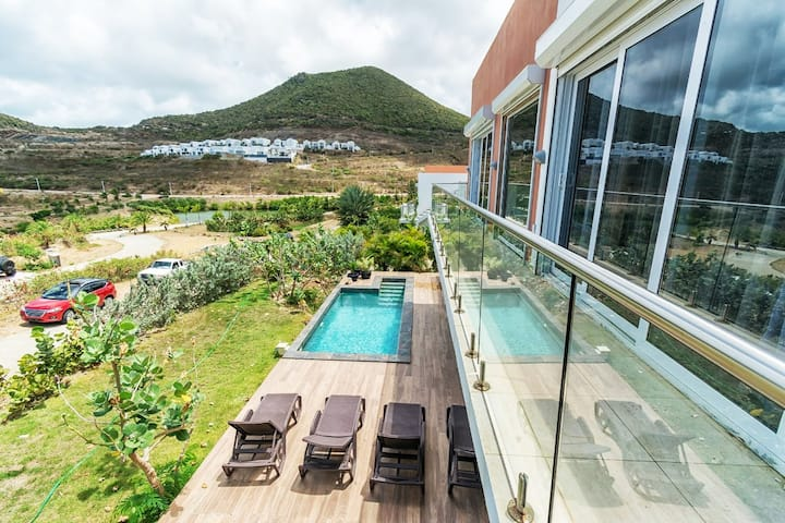 Villa 17 with a view of the Caribbean sea