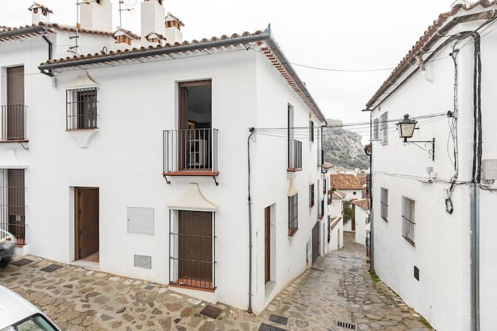 Cosy Holiday Home in Grazalema with Heating