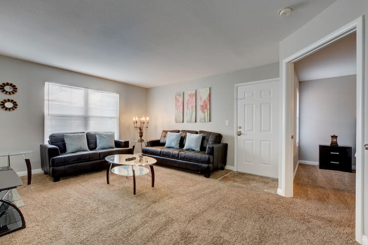 10-15 Min to LV Strip | 2 Bedroom Condo | LOCATION