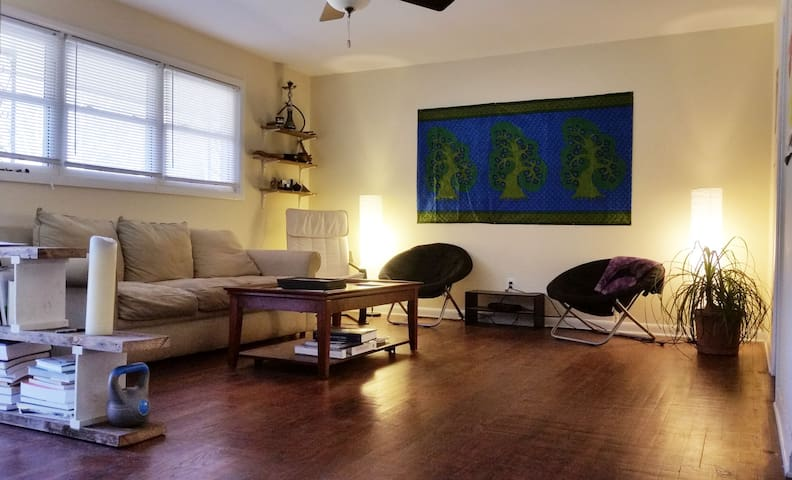 NW Raleigh Secluded Studio Duplex MBR - Raleigh - Casa