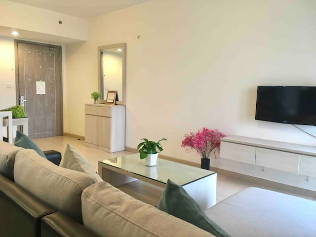 Chic 1BR Apartment in Green Community