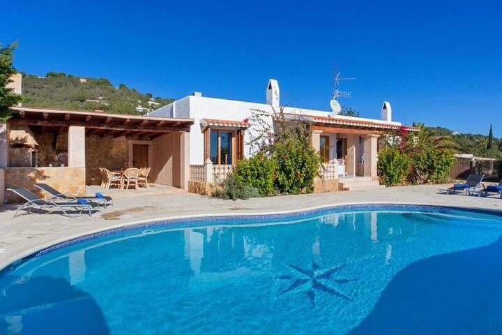 VILLA EN ES CUBELLS - Ibiza - Villa