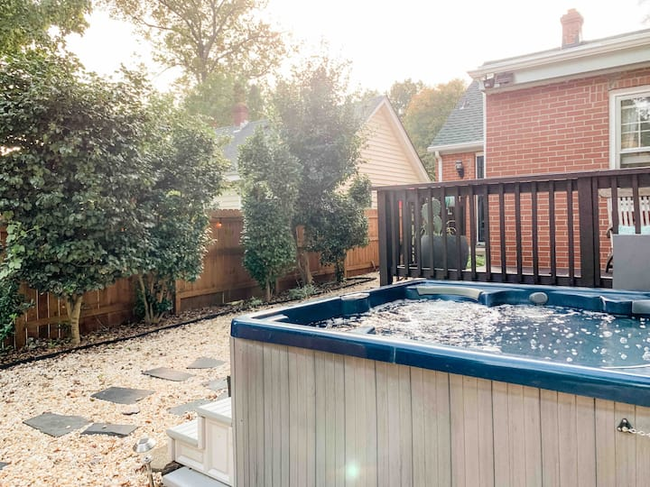 South Meadow Bungalow! Hot Tub, Near FAN & Maymont