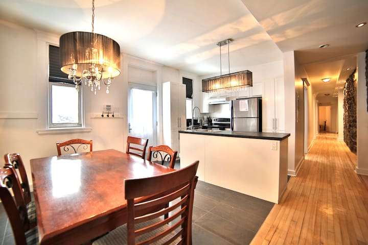 *** Huge condo in Heart of Old Quebec ***