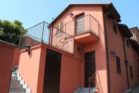 """Suite """"Nizza"""" - Locanda Pastura ad Agliano Terme - Agliano"""