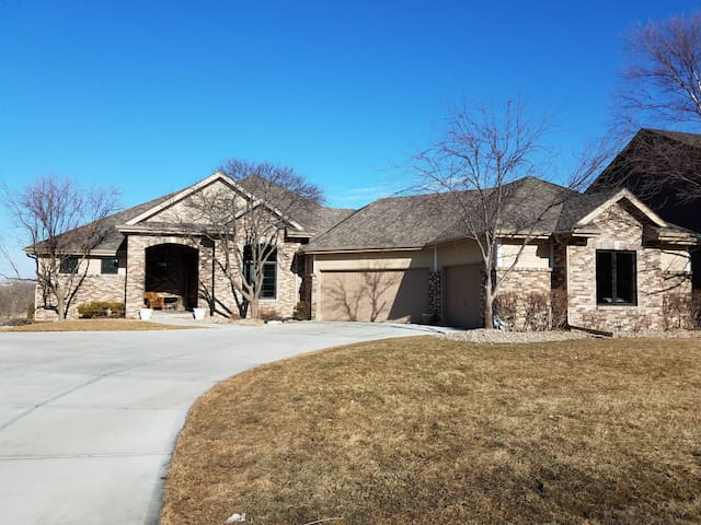 Entire Home on Indian Creek Golf Course