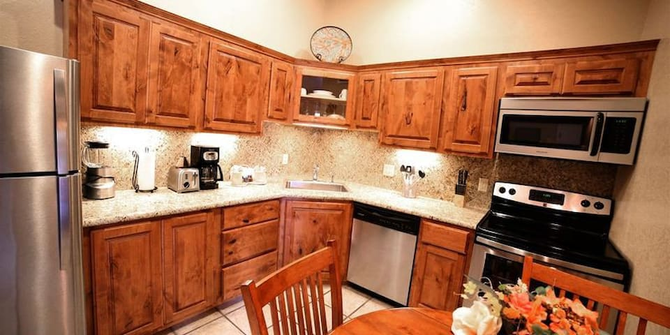 Kitchen (may vary)