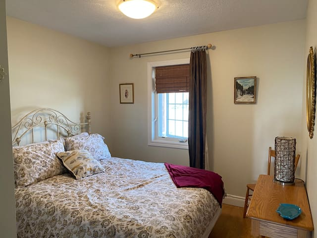 - Black out curtains - New Queen size mattress, 13 inches, pillow top cushions, enclosed in an encasement cover sheet