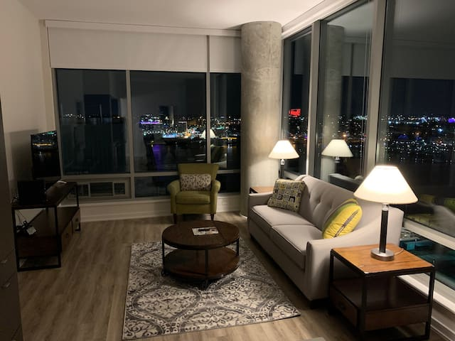 Two bedroom in Harboreast w/waterviews and parking