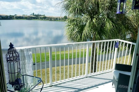 Amazing view from the Living room - Coconut Creek - Apartamento