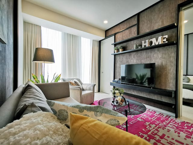 3mins Walk to Petronas Tower from a Luxe Apartment
