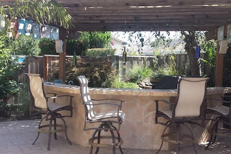 Private Sunny Room with Beautiful Backyard - Gilroy - Casa