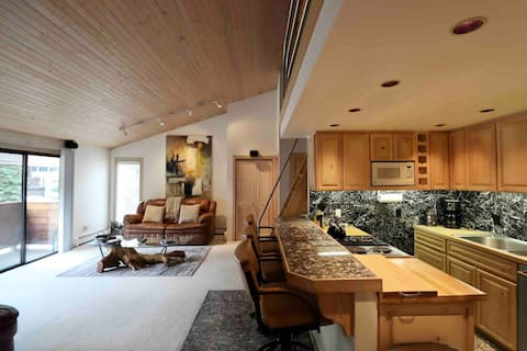 Aspen Downtown with Patio, Fireplace, Parking, W/D