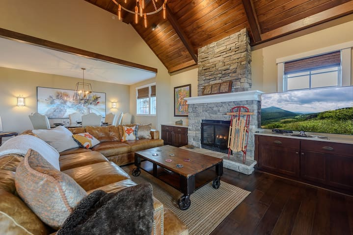Upscale 2BR Condo in the Blue Ridge Mountain Club, Views and Lots of Amenities