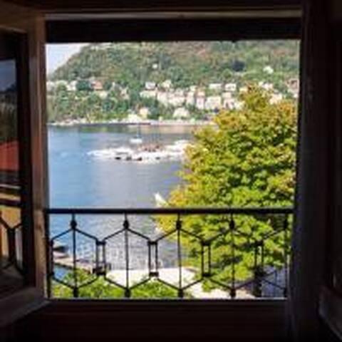 Casa Azzurra - Overlooking the lake