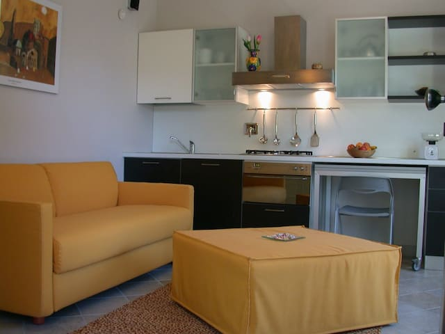 Monolocale con giardino e piscina - Rosta - Apartment