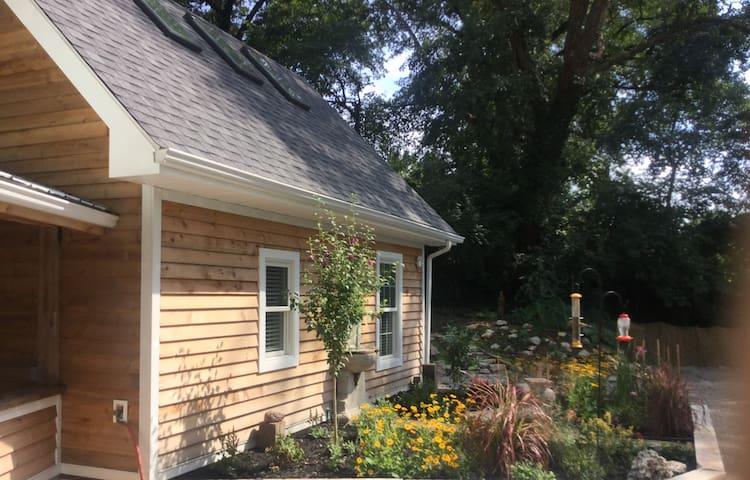 Light-Filled, Modern St. Louis Cottage