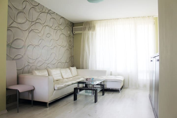 Lovely apartment in the city center, near the sea - Burgas - Leilighet