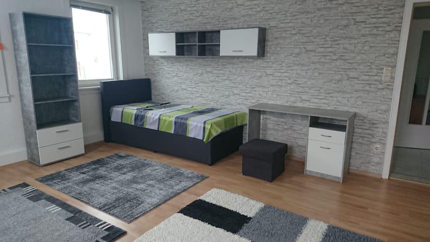 1OG Möbl. Zimmer für 1  Pers/Handwerker/LKW-Fahrer
