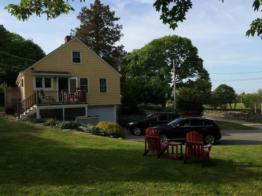 Private cape style cottage near beaches houses for rent for Rhode island bath house