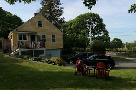 Private Cape Style Cottage near Beaches - Middletown - Huis