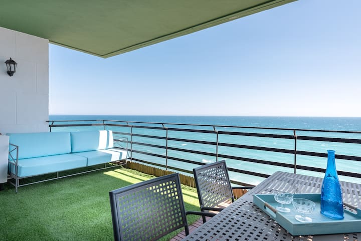 Apartment with sea views in central Marbella