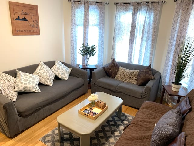Cozy Apartment 10 min to Airport and city