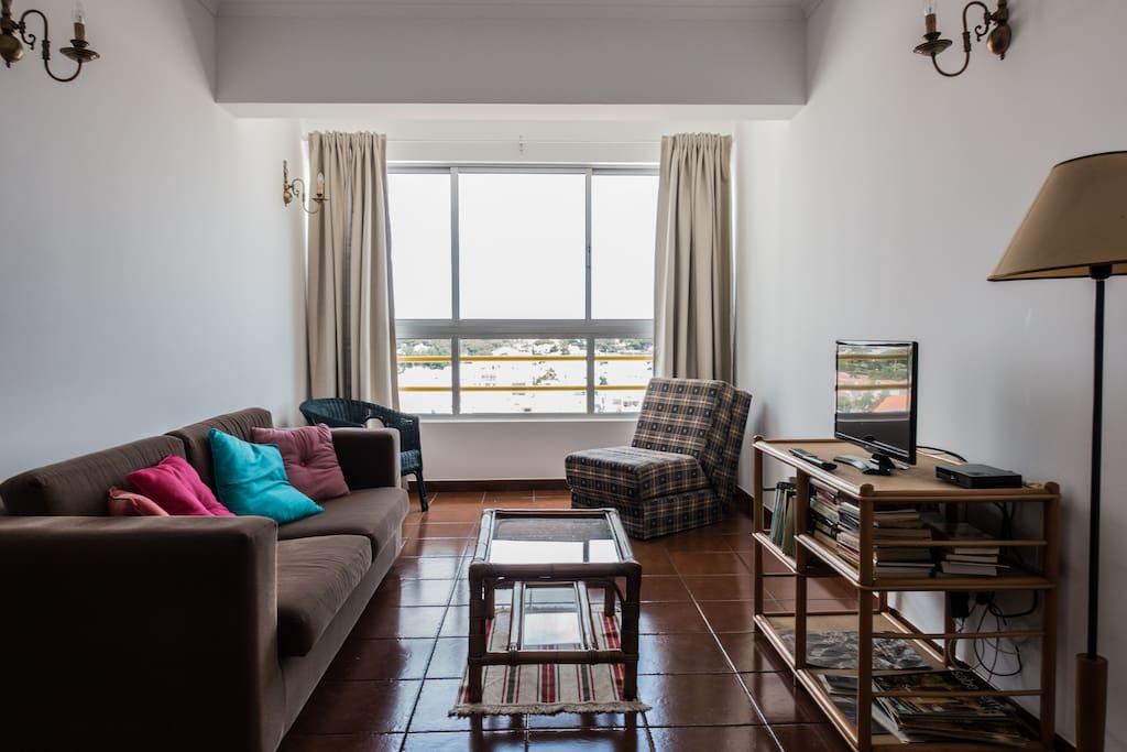 living room (with sofa bed)  Sala de estar ( com sofá cama)