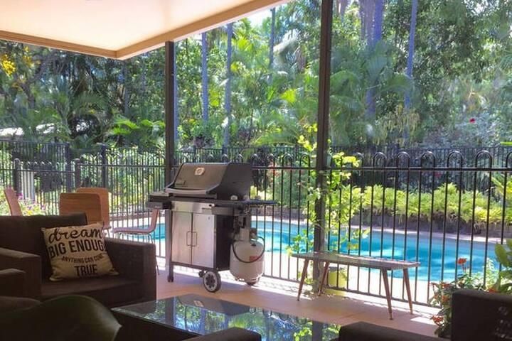 Family-Friendly Home Close to Kewarra Beach - Kewarra Beach - Casa