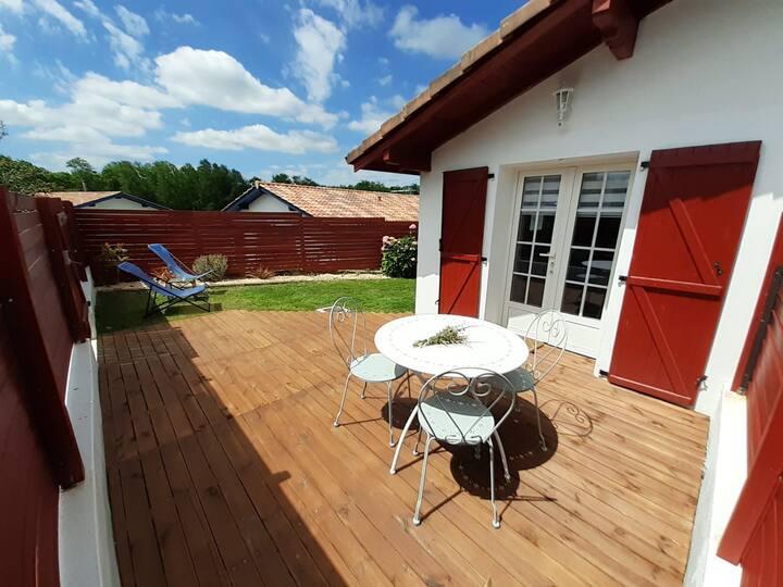 "Appartement ""Txikia"" terrasse + jardin | 2* |"