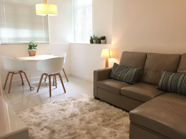 2BR Inner City Villa with MTR access around corner - Hong Kong
