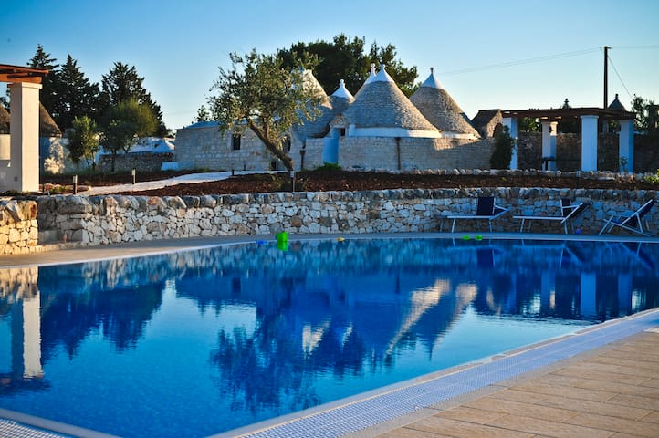 Restored trullo with 15metre swimming pool - Ostuni - Casa de camp