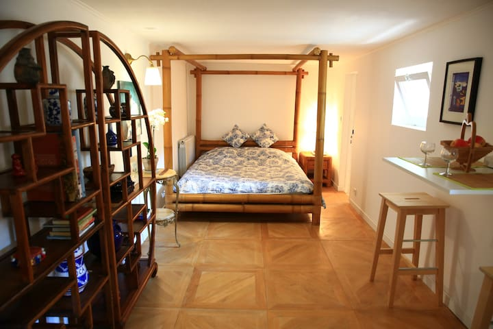 Cosy and design seafront B&B,direct beach access.