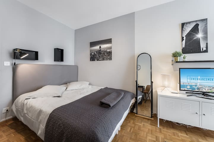Renovated studio and well located next to the lake