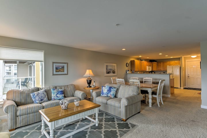Bright Westport Condo w/Pool Access, Walk to Beach