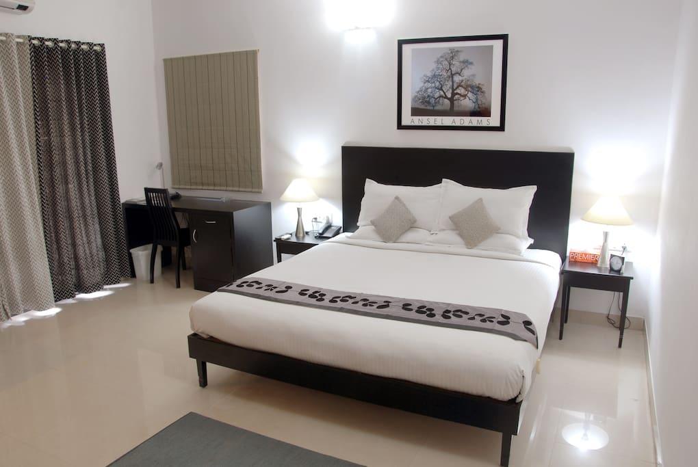 1 Bedroom Studio - King Bed Room