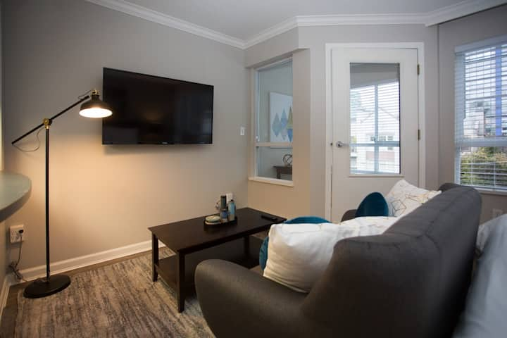 Immaculate Studio Suite in Vancouver's West End