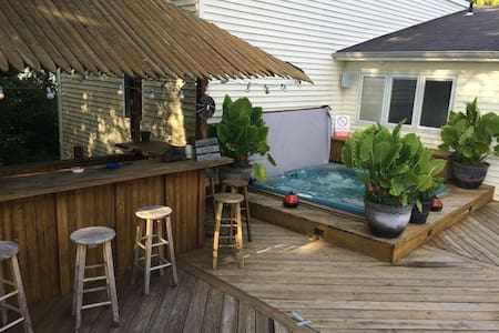 Wondrous house and yard on the water - Toms River - 独立屋