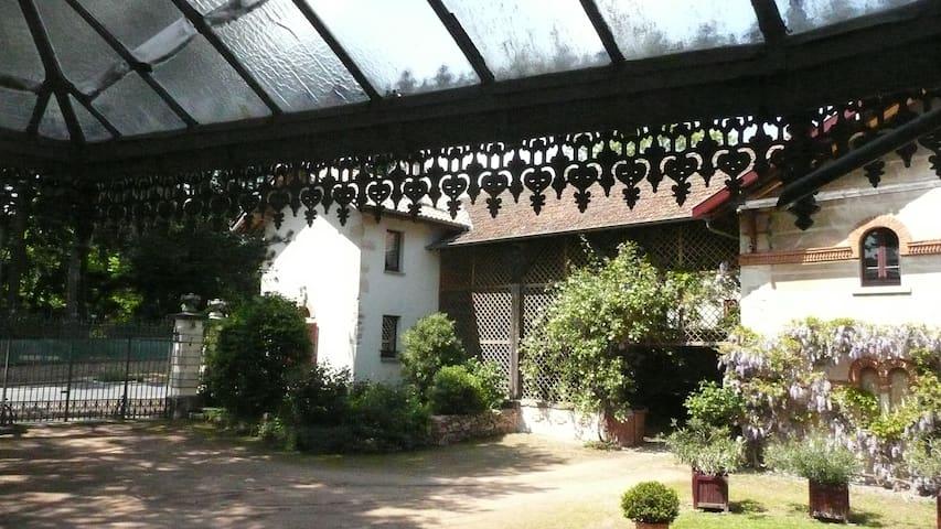 Intimité et caractère dans le pays du cru Fleurie - Fleurie - House