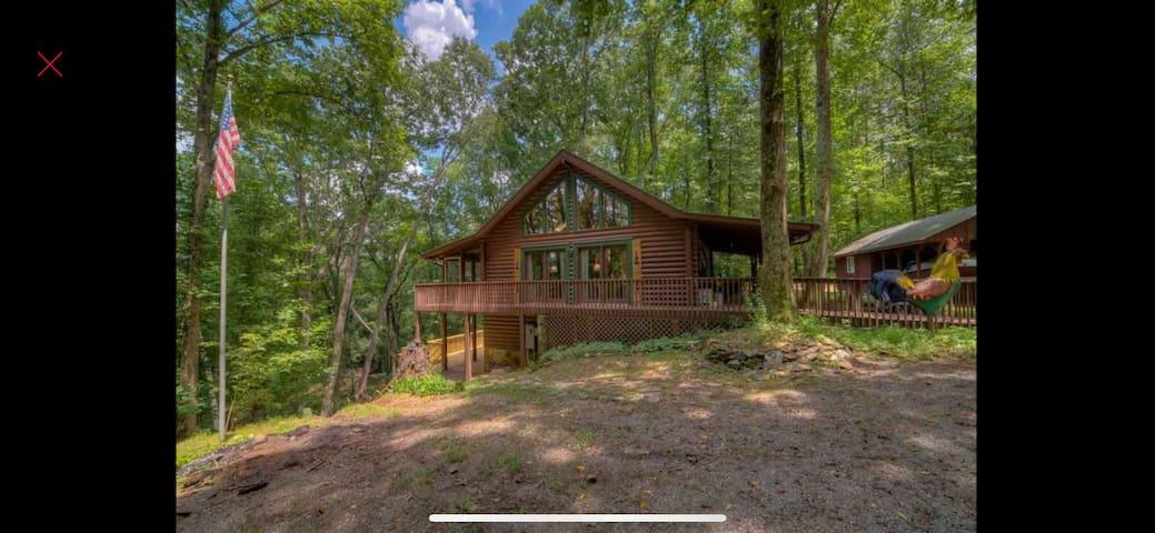 Cozy Cabin on Licklog Creek